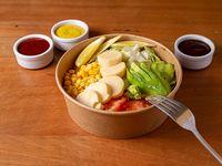 Ensalada de palmitos, palta, tomate, lechuga y choclo