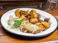Milanesa de bondiola con batatas fritas