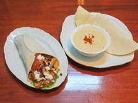 Promo - Shawarma de pollo ( verduras y salsa especial) + humus chico + 2 panes