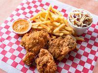 Pollo Frito - 4 Piezas con Ensalada De Repollo y Acompañamiento a Elección
