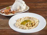 Humus y falafel artesanal con escabeche de garbanzos