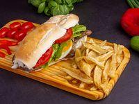Sándwich de churrasquito completo mas fritas