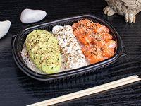 Salmón sushi salad