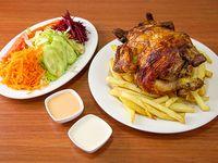 Pollo a las brasas + papas fritas familiares + ensalada + bebida 1.5 L