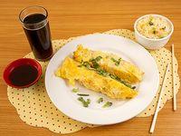Promo 16 - Arrollado de marisco con arroz chaufan + bebida 350 cc