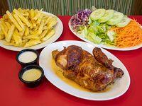 Combo 3 - 1/2 pollo + papas fritas grandes + porción de ensalada + 6  salsas