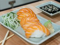 Nigiri de salmón rosado (5 piezas)