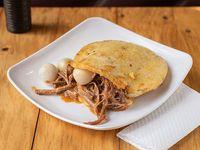 Arepa con Carne y Queso