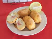 Bombas de papas rellenas de jamon y queso (4 unidades)