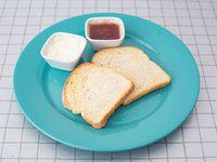 Desayuno - Tostadas con queso y mermelada