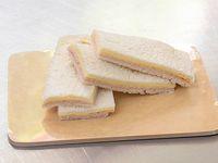 Sándwiches triples de jamón cocido y queso (4 unidades)