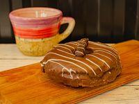 Dona rellena de Nutella con cobertura de chocolate