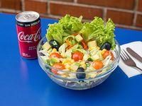 Ensalada Mixta (base lechuga, tomate Cebollas) (180 grs + bebidas 220 cc