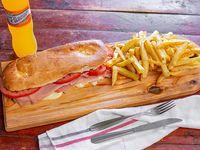 2 x1 tostado de jamón y queso con tomate acompañado de papas fritas y jugo de 600 ml