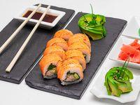 Roll envuelto salmón grillado