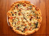 Pizza 3 Quesos con Espinaca Cremosa