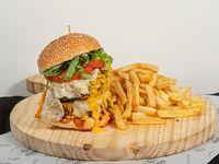 Mega Ragnar burger con papas fritas