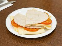 Árabe tostado de queso y tomate