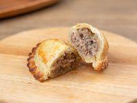 3- Empanada de Carne con queso Provolone