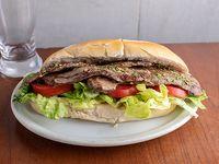 Sándwich de churrasco de cuadril a la provenzal