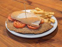 Arma tu sándwich de milanesa con papas fritas