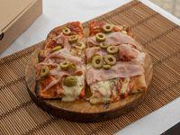 Pizza muzzarella con dos gustos (1 metro)