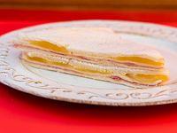 Sándwich de jamón y ananá