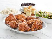 Pollo Entero con Arroz, Frijoles, Ensalada Caesar y 1 Acompañamiento + 4 Panes