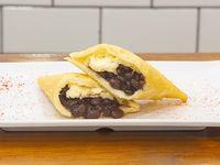 Empanada de queso y caraotas - porotos negros