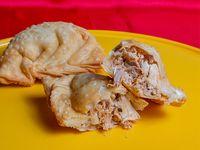 Empanada de pollo frita