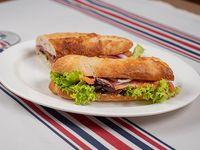 Sándwich de salmón al eneldo