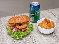 Combo 1 - Hamburguesa Boston + ración 6 Nuggets pollo + lata bebida 350 ml