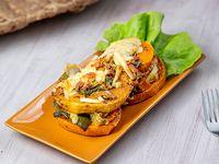 Torre de calabaza asada y verduras grilladas con queso