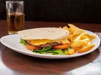 Sándwich de hamburguesa completa con papas fritas + bebida de 500