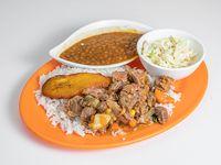 N#1: Carne guisada con arroz blanco, ensalada del día, tajada y porotos