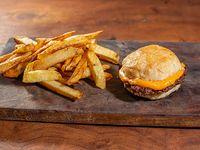 Hamburguesa simple con cheddar + papas fritas
