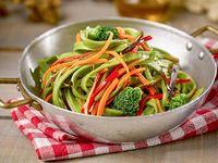 Fetuccini verdi con vegetales salteados