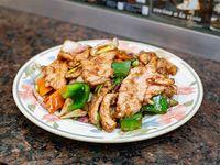 Cerdo al wok con cebolla de verdeo