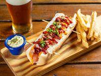 Hot dog gourmet Apollo Creed con papas fritas