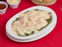 Ravioles de verdura y pollo Alfredo (con glúten)