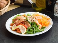 Ensalada de salmón y maní