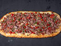 Pizza con carne trozada