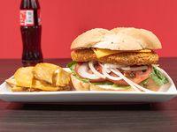 Combo 2 - Sándwich de pollo apanado cheese o italiano + papas fritas + bebida 237 ml