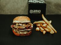 Bomba burger con papas fritas
