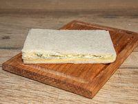 Sándwich de miga de queso y queso roquefort