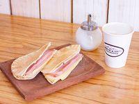 Cafe grande 473 ml + tostado arabe de jamon y queso