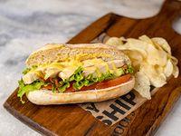 93 - Montadito de pollo, bacon, lechuga, tomate y mostaza miel
