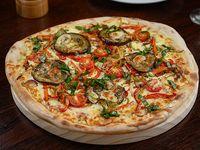 Pizza con vegetales asados