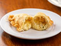 Empanada frita libanesa