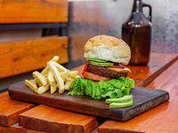 Hamburguesa Veggie 6 ingredientes con papas fritas